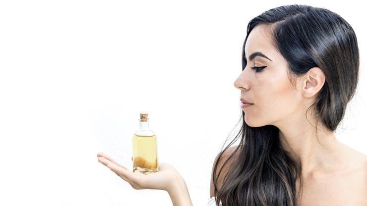 Κανναβέλαιο στα μαλλιά – Μπορεί να βοηθήσει;